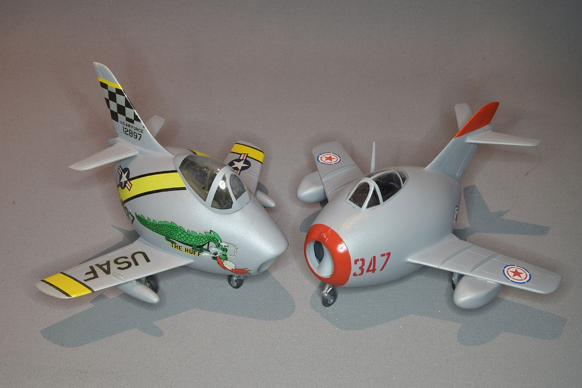 "/""The Huff/"" decal set 1//144 F-86F Sabre Korean War"
